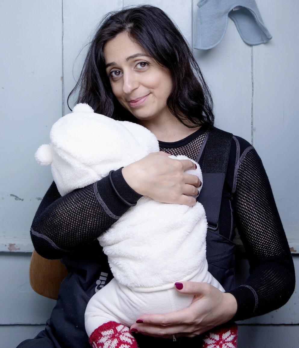 IDYLL TIL SLUTT: Både mor og barn har det fint nå. Men her forteller Hadia Tajik om flere hittil ukjente alvorlige drama.