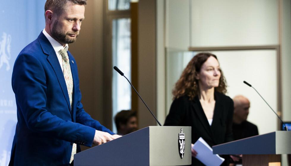 VAKSINESTRATEGI: Helseminister Bent Høie holdt i dag pressekonferanse sammen med direktør i Folkehelseinstituttet, Camilla Stoltenberg om vaksinestrategi. Foto: Berit Roald / NTB