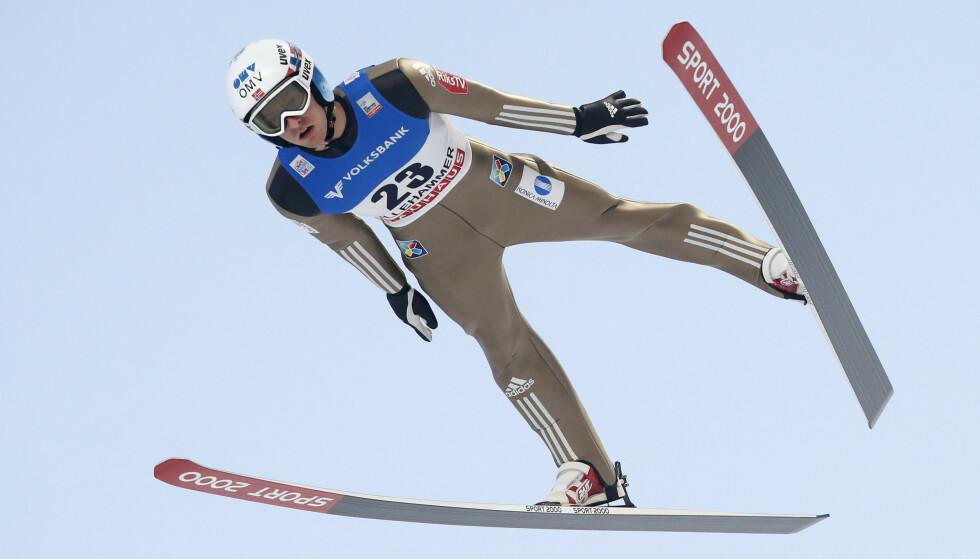 KJENT STIL: Joachim Hauer under et renn tidlig i karrieren i Lysgårdsbakken på Lillehammer. Foto: NTB
