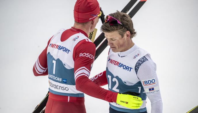 KJEMPER OM LANGRENNSTRONEN: Aleksandr Bolsjunov og Johannes Høsflot Klæbo. Foto: Bjørn Langsem / Dagbladet