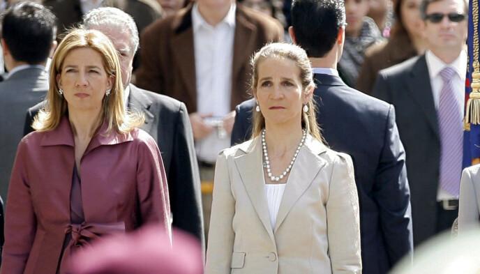 SØSTRE: Under et besøk til Abu Dhabi valgte søstrene å motta coronavaksinen. Det gjorde de for å kunne hilse på faren, den tidligere kong Juan Carlos, jevnlig. Foto: Daniel Ochoa de Olza / AP Photo / NTB