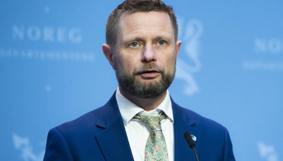 VARSLER: Helseminister Bent Høie varsler endringer i coronatiltakene. Foto: Berit Roald / NTB