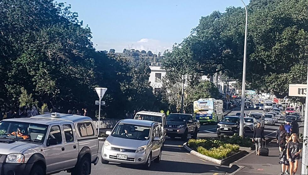 HAR FÅTT GRØNT LYS: Innbyggere i New Zealand har fått grønt lys til å vende tilbake etter evakueringsordren. Foto: Mike Dinsdale / New Zealand Herald / AP