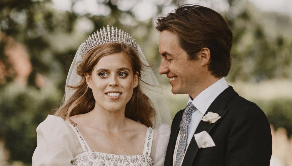 MANN OG KONE: Prinsesse Beatrice og forretningsmannen Edoardo Mapelli Mozzi giftet seg i fjor sommer. Han har sønnen Christopher Woolf fra et tidligere forhold. Foto: Benjamin Wheeler / AP / NTB
