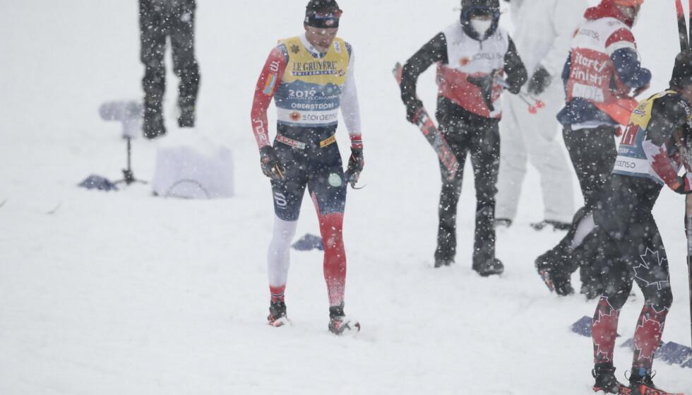 SKIBOM: Mens resten av feltet valgte rubbski valget Pål Golberg rubbski på stafettens første etappe. Foto: Bjørn Langsem / Dagbladet