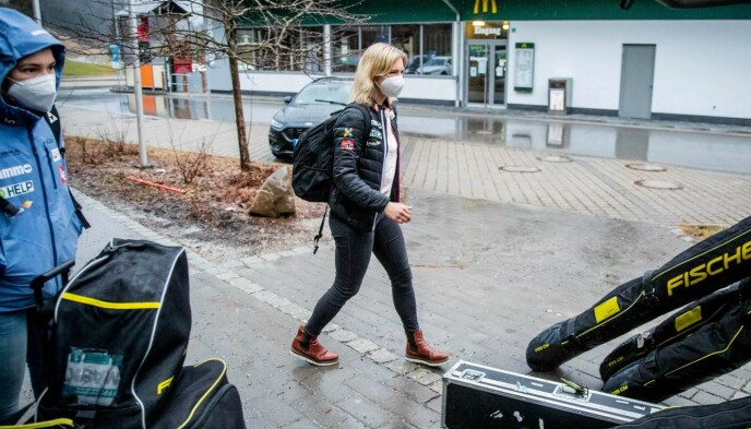 KARANTENETID: Maren Lundby og Silje Opseth (t.v.) må nå være ti dager i karantene i Norge. Sesongavslutningen er i Russland. Foto: Bjørn Langsem