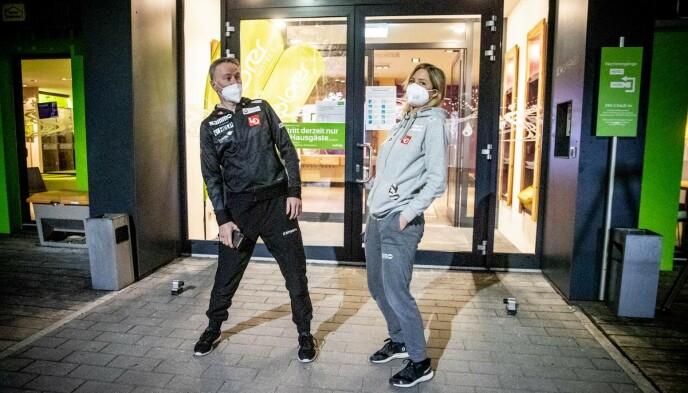 SUKSESS: Christian Meyer er trener for Maren Lundby og co. Han mener Lundby er «helt rå».
