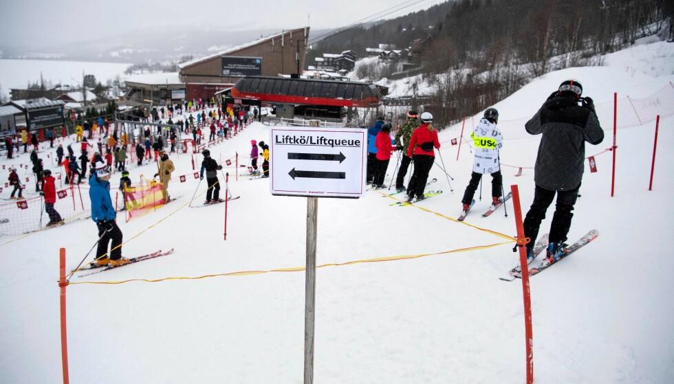 POPULÆRT: Åre er en av Sveriges mest populære skidestinasjoner, men også her øker smittetallene etter vinterferien. Her fra Åre nyttårshelgen. Foto: Pontus Lundahl / TT / AFP / NTB