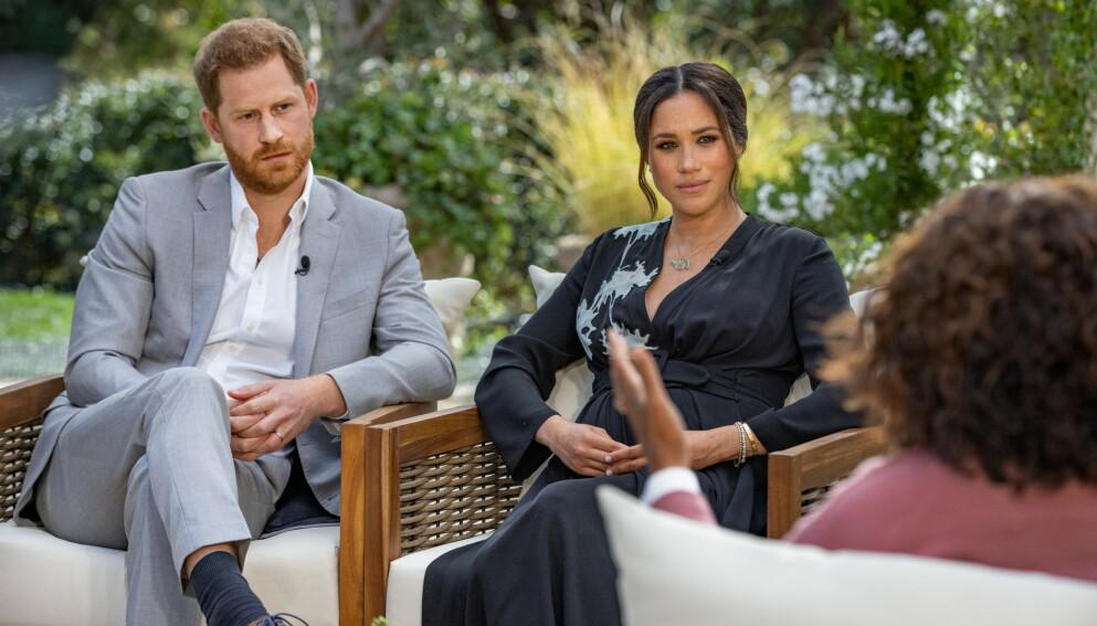 SNAKKER UT: Mandagens intervju med Oprah Winfrey er hertugparets første store intervju sammen side de trakk seg fra sine kongelige plikter i Storbritannia i fjor. Foto: Reuters/NTB.