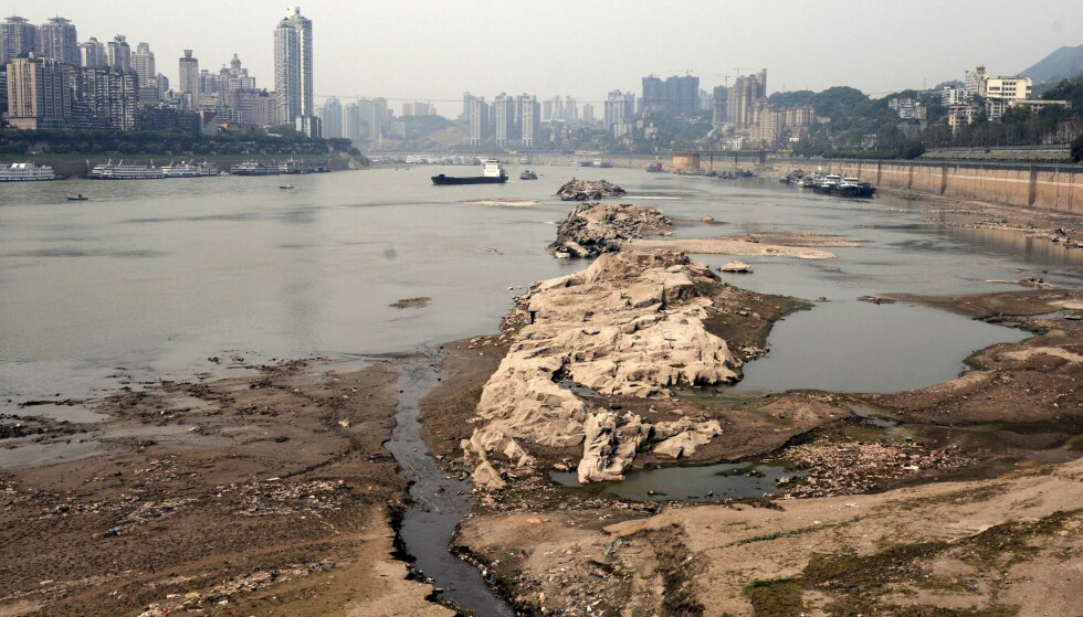 TØRKE: Området har stadig hyppigere blitt rammet av både tørke og flom, noe som ifølge forskerne har påvirket vannstanden i elven. Her fra Chongqing i 2011. Foto: AP / NTB