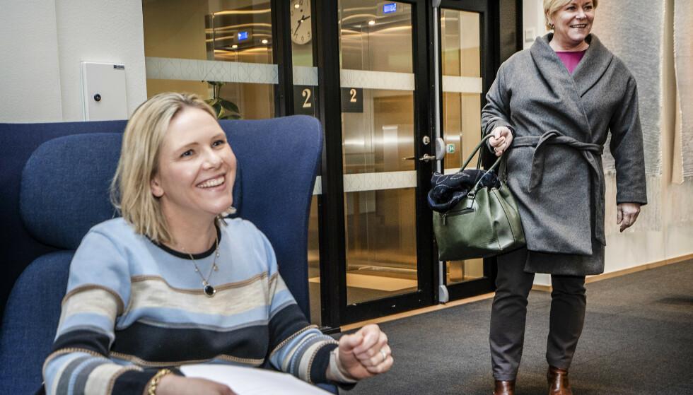 GOD STEMNING: Siv Jensen avbryter intervjuet for å hilse på. Foto: Hans Arne Vedlog / Dagbladet