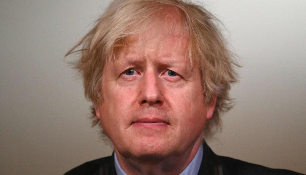 ET STRIDSHODE: Storbritannias statsminister Boris Johnson åpner hodeløst for atomopprustning. Foto: AFP / NTB