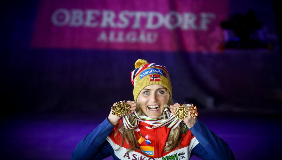 VM-DRONNINGEN: Therese Johaug med medaljene hun har fått i løpet av VM på ski i Oberstdorf, Tyskland. Foto: Bjørn Langsem / Dagbladet