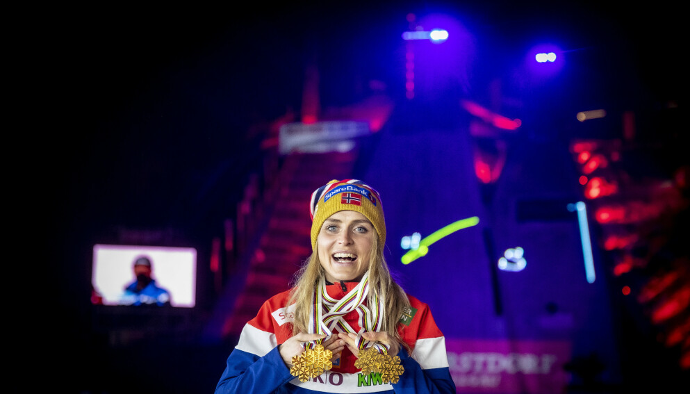 SUVEREN: Therese Johaug med sine fire gullmedaljer i VM. Foto: Bjørn Langsem / Dagbladet.