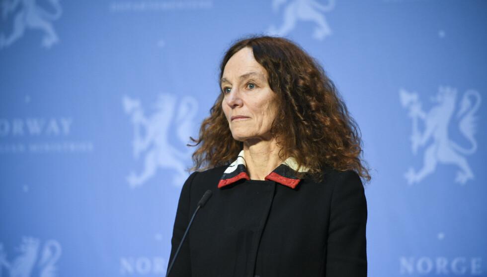 VURDERER VIDERE: FHI-direktør Camilla Stoltenberg under en pressekonferanse om coronasituasjonen. Foto: Martin Solhaug Standal / NTB