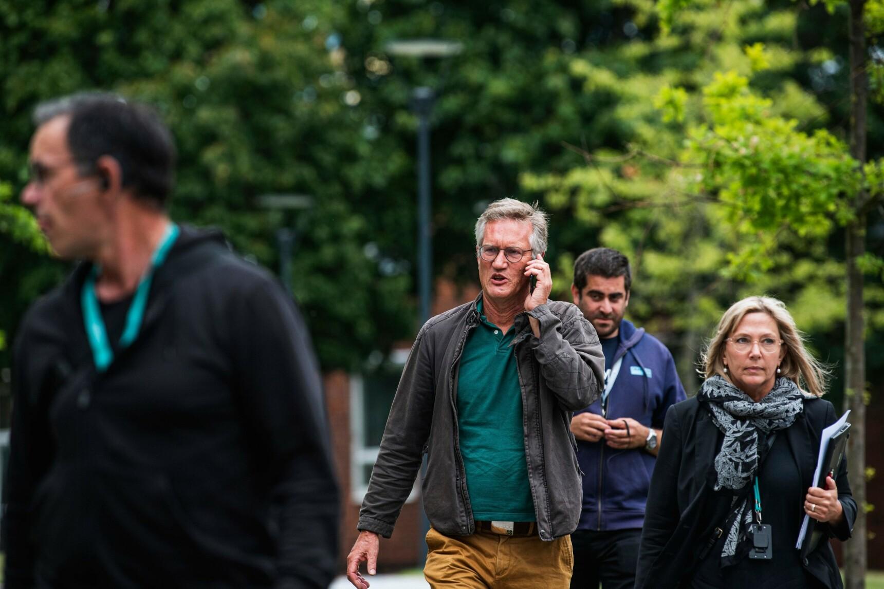 CORONAGENERAL: Statsepidemiolog i Sverige, Anders Tegnell, på vei til pressekonferanse i Solna. Foto: AFP/NTB
