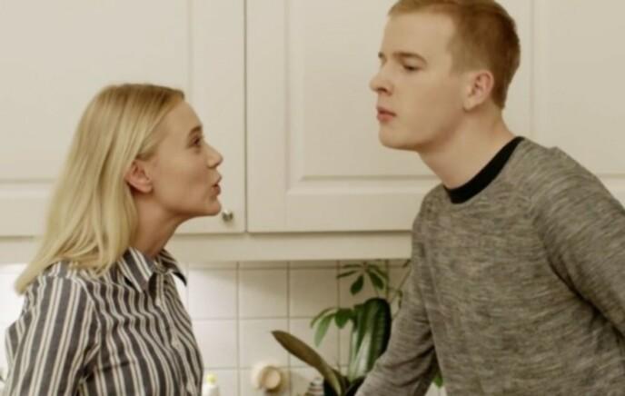 KJENT FRA «SKAM»: Josefine Frida Pettersen i karakter som Noora og Carl Martin Eggesbø i karakter som Eskild i serien «Skam». Foto: NRK