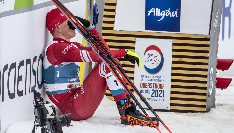 KNUST: Bolsjunov satt knust i målområdet etter femmildramaet i Oberstdorf. Lørdag møter nordmennene ham til ny duell på fellesstarten i 15 kilometer klassisk i Engadin. Foto: Bjørn Langsem / Dagbladet