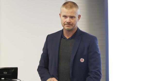 NÆRMER SEG VAR: NFFs Nils Fisketjønn forteller at man nærmer seg en avgjørelse for VAR. Foto: Lise Åserud / NTB