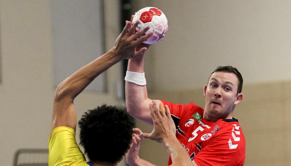 Norges Sander Sagosen under OL-kvalifiseringskampen i håndball mellom Norge og Brasil i Podgorica. Foto: Aleksandar Djorovic / NTB