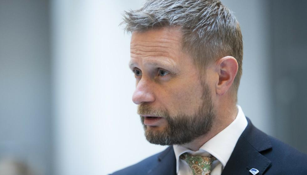 VURDERER OSLO-TILTAK: Helse- og omsorgminister Bent Høie (H) sier at det kan bli aktuelt med nye innstramminger for hovedstaden. Foto: Berit Roald / NTB