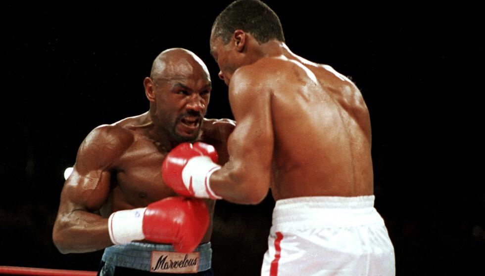 OMSTRIDT KAMP: «Marvelous» Marvin Hagler la opp i 1987 som 32-åring etter å ha tapt en omstridt kamp mot «Sugar» Ray Leonard. Her fra tredje runde i kampen, som Leonard vant med knapp margin. Arkivfoto: Lennox McLendon / AP / NTB