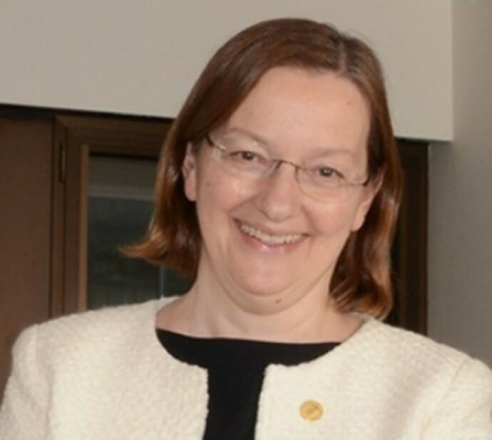 BEKYMRET: Medisinprofessor Nina Langeland har fulgt flere hundre personer som har vært smittet av covid-19. Hennes råd er å gjøre alt for å slå ned smitten, da langtidseffektene av corona synes å være dramatiske. Foto: Privat