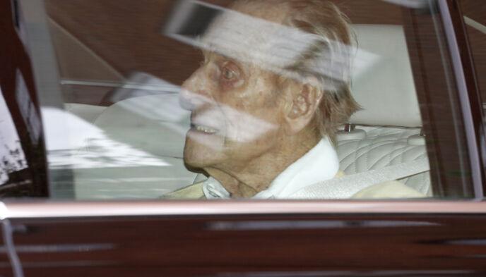 99: Prins Philip har de seineste ukene ligget innlagt på sykehus i London. Nå er han skrevet ut. Foto: Alastair Grant / AP Photo / NTB