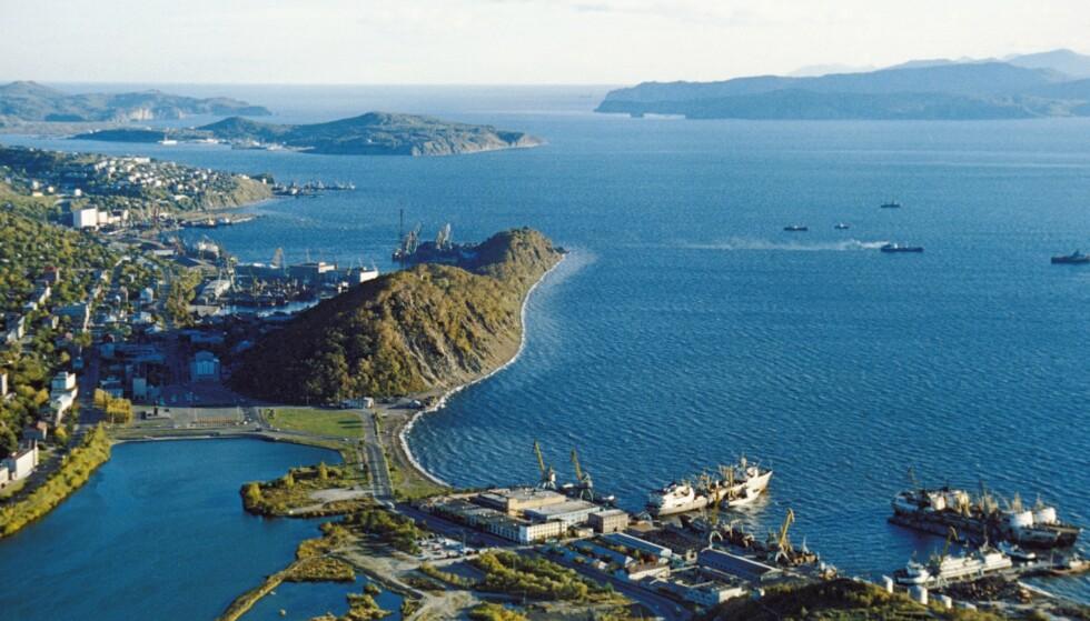 LANGT MOT ØST: Havnebyen Petropavlovsk er hovedstaden på den russiske Kamtsjatka-halvøya, nordøst på Stillehavskysten. Foto: NTB / Sovfoto/Universal Images