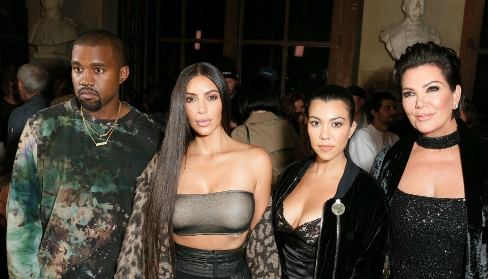 STRENGT: Kris Jenner styrer familien med jernhånd, og har innført en rekke regler medlemmene må følge. Her er deler av familien avbildet i Paris i 2016. Foto: Matteo Prandoni / BFA / REX / Shutterstock / NTB