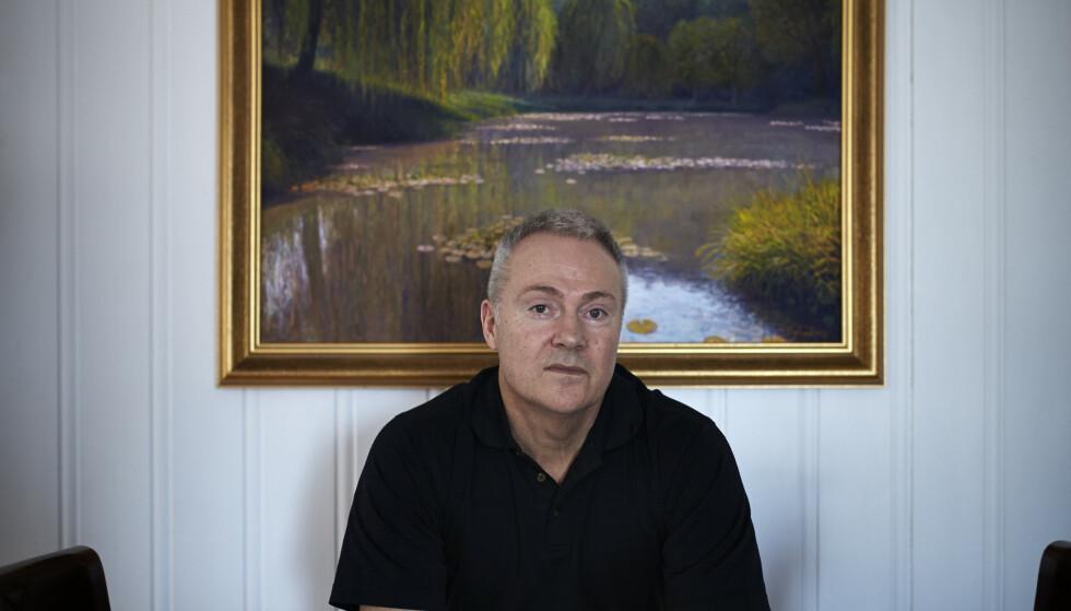 MALER: At tidligere prest Tore Hogstvedt begynte å male igjen, skjedde etter en rekke tilfeldige hendelser.