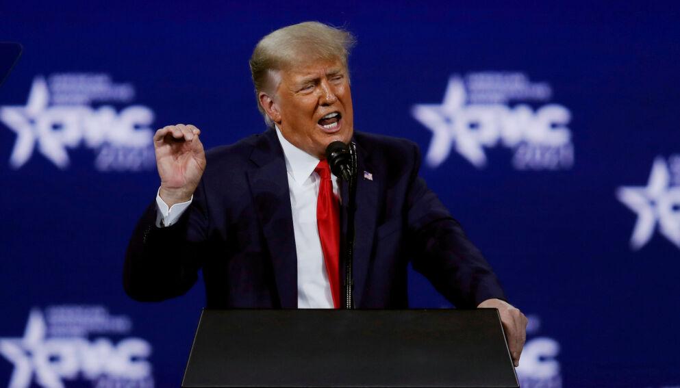 TRUMP: Ekspresident Donald Trump hyller coronavaksinen i et nytt intervju. Her på CPAC-konferansen i februar. Foto: AP Photo / John Raoux / NTB