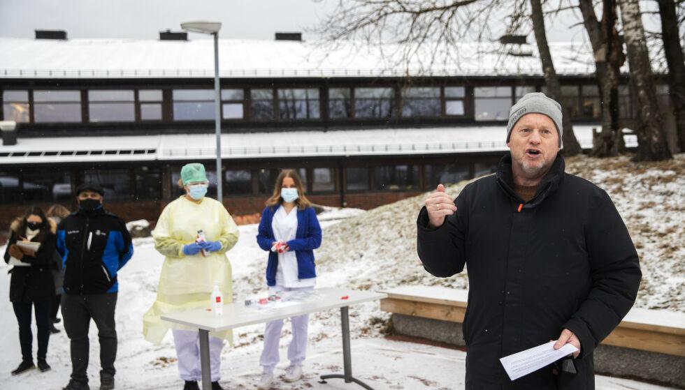 PÅ VENT: Helseetaten opplyser at utlevering av spyttprøver har blitt satt på vent som følge av skolestenging. Foto: Berit Roald / NTB
