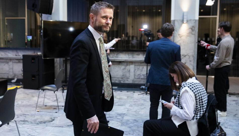 FORVIRRING: Helse- og omsorgsminister Bent Høie sier det generelle rådet for påska er å møte færrest mulig. Foto: Berit Roald / NTB