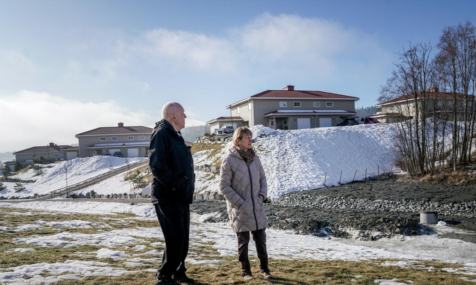 20210303:  BLE BEKYMRET: Da Bozena Rasmussen og Tord Høivik en morgen ble overrasket av trehogst i ravinen utenfor boligen deres på Ingelstun, begynte de å undersøke. Det de fikk vite om kvikkleira i området, gjorde dem urolige.: Foto: Øistein Norum Monsen/Dagbladet