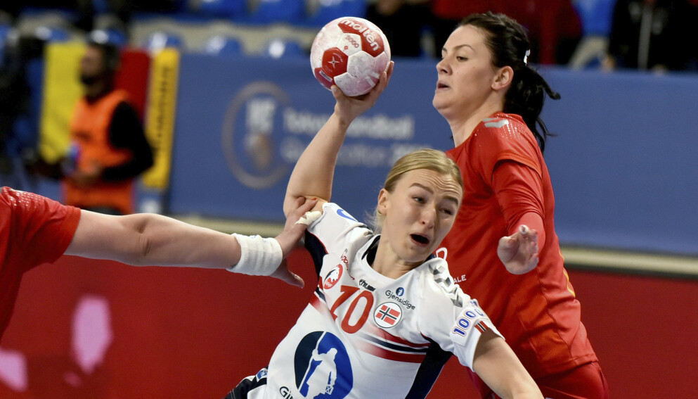 USIKKER: Stine Bredal Oftedal er fortsatt usikker på OL-plass på tross av en kjempematch i dag. Foto: AP