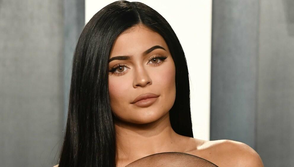 SVARER: Kylie Jenner har mildt sagt fått hard medfart etter å ha donert penger. Nå forklarer hun sin side av saken. Foto: Frazer Harrison/Getty Images/AFP/NTB