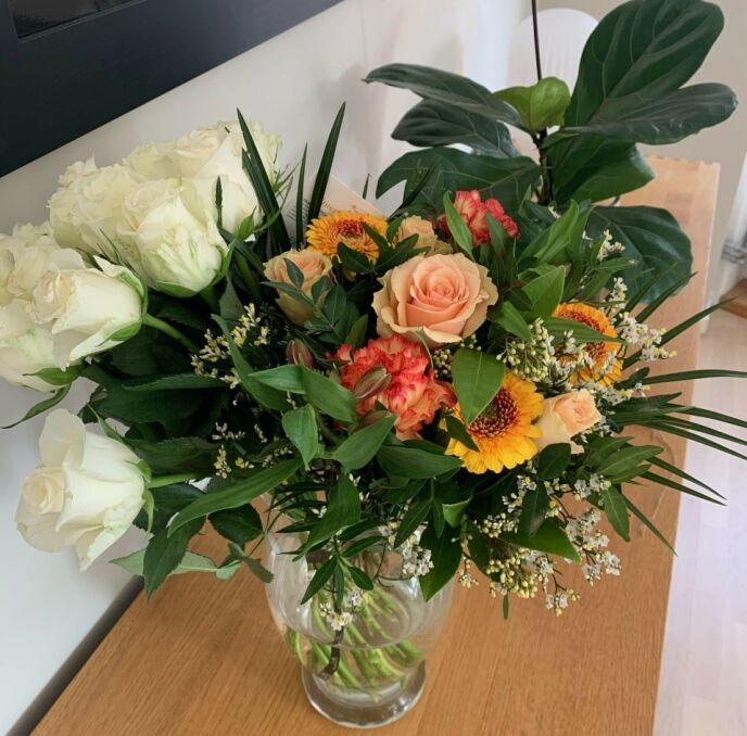MASSIV STØTTE: Flere har valgt å sende Yvonne blomster etter at hun valgte å åpne seg om sin historie. Foto: Privat
