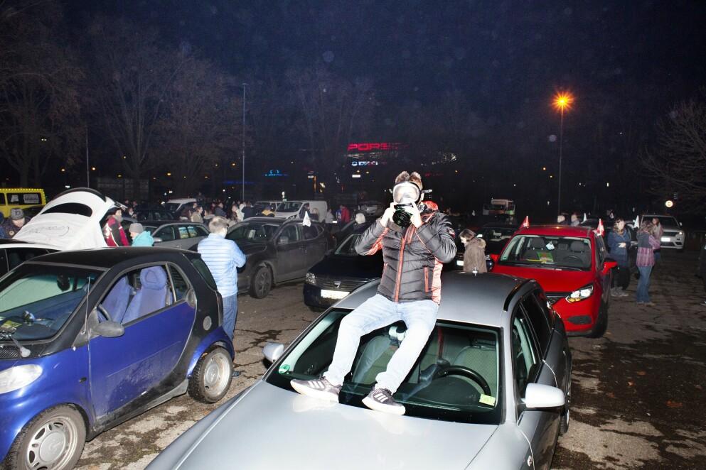 Opprør: Den tyske Querdenken-bevegelsen har demonstrert mot landets koronastrategi siden våren 2020, og blir stadig mer radikalisert og høylytt. I vinter har bevegelsen arrangert bildemonstrasjoner i blant annet Stuttgart.