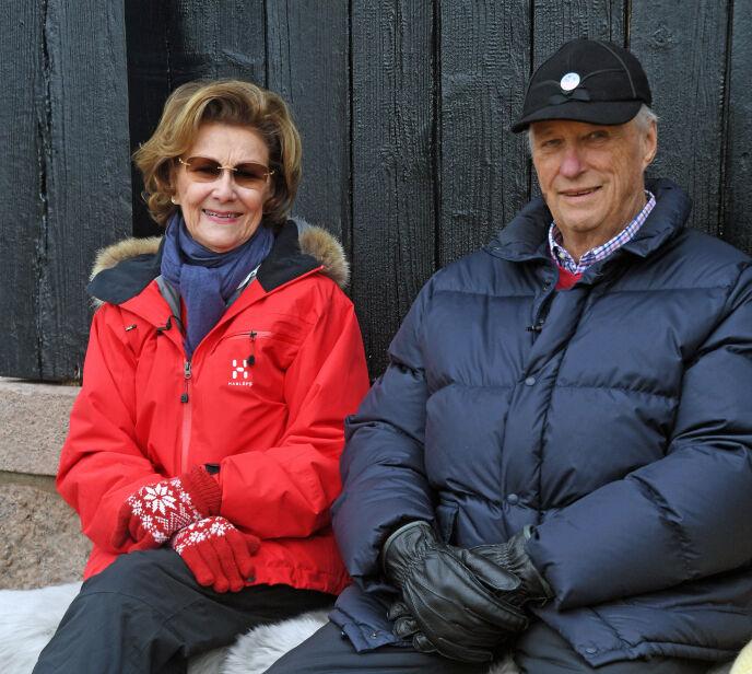 PÅSKEHILSEN: Dronning Sonja og kong Harald i forbindelse med påsken i fjor. Foto: Sven Gj. Gjeruldsen / Det kongelige hoff / NTB