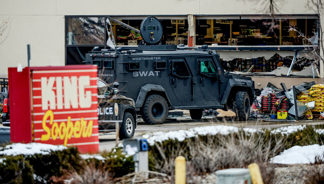 Pansrede kjøretøy: Politiet evakuerte mandag med store styrker, inkludert et SWAT-team og pansrede kjøretøy. Foto: Michael Ciclo / USA Today Network / Reuters / NDP