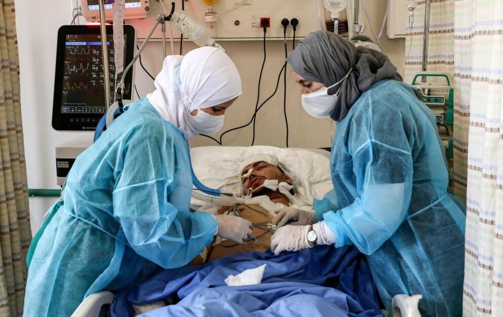 IKKE MER PLASS: Intensivavdelingen på Dura-sykehuset i Hebron er hardt presset, og klarer ikke å gi nok hjelp. Sykehusledelsen ber om hjelp. Leger uten grenser støtter sykehuset. Foto: AFP / NTB