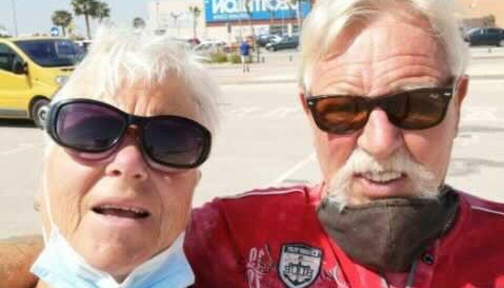 I SYDEN: Eva Marie og Atle Krydsby er i Spania. De vil unngå karantenehotell. Foto: Privat