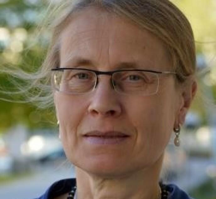 - VURDERER FREMDELES: Ulla Wändel Liminga, vitenskapelig leder for legemiddelsikkerhet i Läkemedelsverket, utelukker ikke at EMA kan gi Norge rett om AstraZeneca-vaksinen. Foto: Helena Molin / Läkemedelsverket