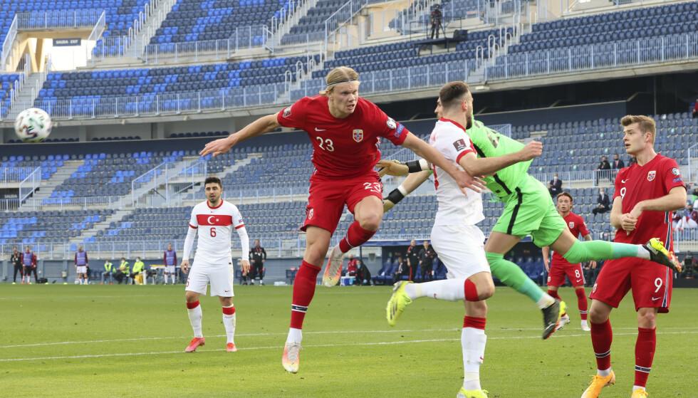 SKREKKSTART: Erling Braut Haaland og resten av det norske landslaget gikk målløse av banen i Malaga. Foto: Geir Olsen / NTB