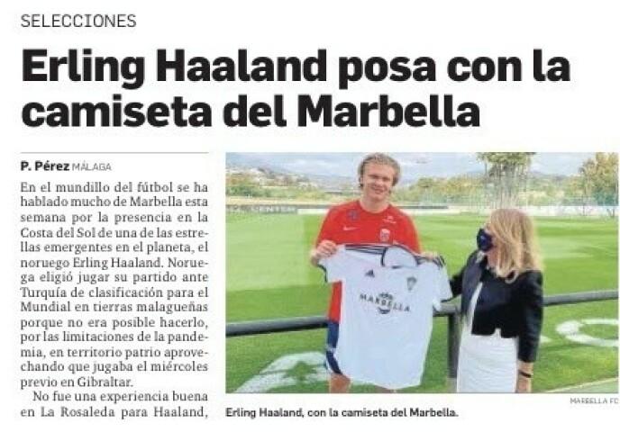 STAS: Ordfører María Ángeles Muñoz ga Erling Braut Haaland en Marbella-drakt på den norske treninga i går. Dette markeres i lokalavisa Malaga Hoy i dag.
