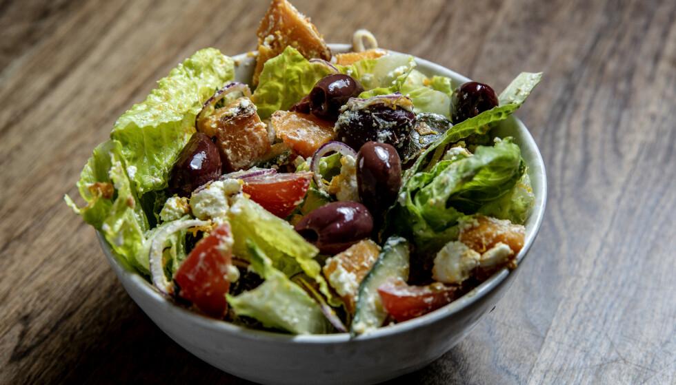 METTENDE: Denne salaten er god og så mettende at den nesten er et måltid i seg selv.