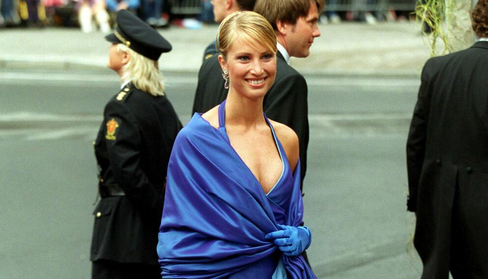 MEDIEYNDLING: Norske Eva Sannum var i et forhold med daværende kronprins Felipe av Spania i fem år. Her er hun fotografert under kronprins Haakon og kronprinsesse Mette-Marits bryllup i 2001. Foto: Tim Rooke / REX / NTB