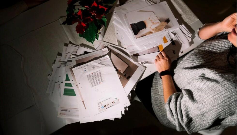 VOND PÅMINNELSE: «Sofia» har foreløpig minnene etter straffesaken i en papirpose i skapet. Hun og venninnene har bestemt seg for å brenne dokumentene, som en slags avslutning på alt hun har opplevd. FOTO: Stina Stjernkvist