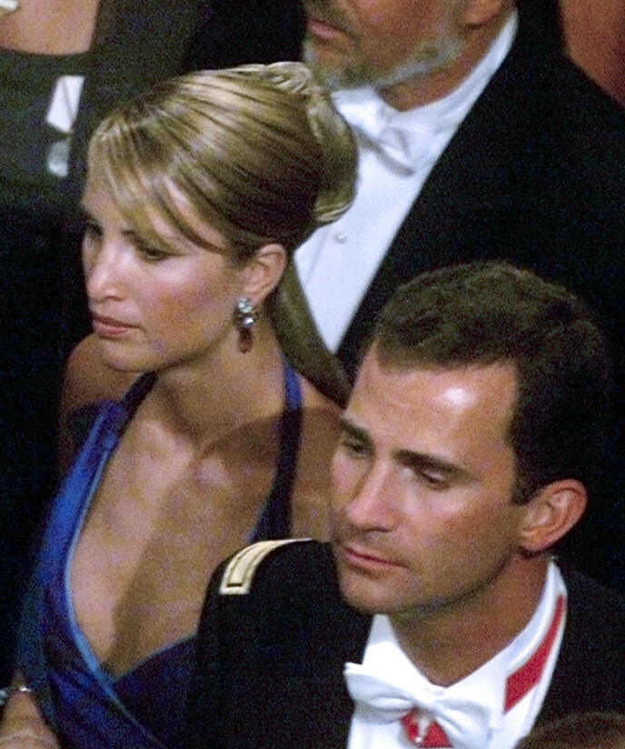 PAR: Norske Eva Sannum var i et fem år langt forhold med nåværende kong Felipe av Spania fra 1996 til 2001. Her er eksparet fotografert sammen under kronprins Haakon og kronprinsesse Mette-Marits bryllup i 2001. Foto: AFP / NTB